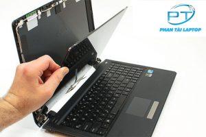 thay man hinh laptop phantailaptop 300x200 - Thay màn hình máy tính chính hãng